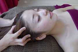 脳と頭皮のリラクゼーションヘッドリンパケア+首・肩・デコルテ・オイルトリートメント【施術時間50分】